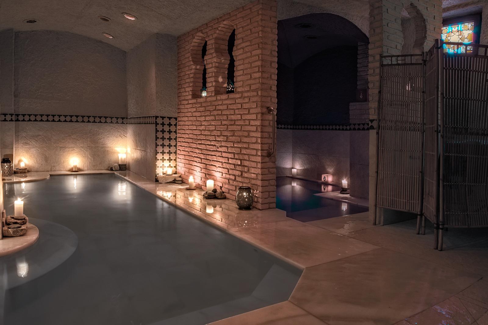 Baños árabes, vista general del balneario con las piscinas de contraste de temperatura